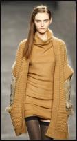 Knitwear in honey yellow.