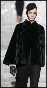 Short Fur Cape Marc Jacobs.