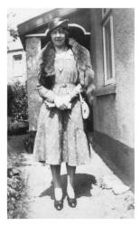 Lucy in a fashionable hat of 1933