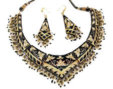 Indian fashion jewellery necklace and earrings from Venkatraman Jewels of Jaipur India.