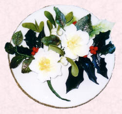 Picture of a Christmas sugarcraft holly, mistletoe and Xmas roses plaque.