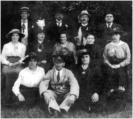 Group Photo 1914-1917 fashions