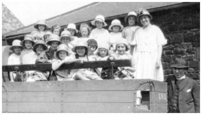 Lottie Anderson and Sunday School Children 1918