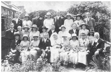 Old Wedding Photo - 1921 Bridal Group Wedding - Lots of Hats
