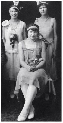 Fashion History - Falppers - 1927 - Short Wedding Dress and Guest Dresses Photo