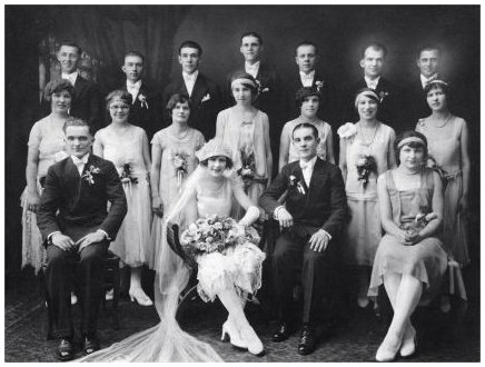Old wedding photo, fashion history on fashion-era.com - Flapper Bride and Groom Known Date 1927. 1927 Wedding Photo of Stephen Sweder and Katherine Hoiditz. (Rocha family)
