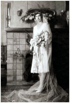 Fashion history photo on Fashion-era.com.  Vintage old wedding photo - Esther (Morrill) Reynolds, married in Oakland, CA on August 30, 1928
